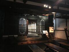 そして建物隣にあるのが、旧金子家住宅。 江戸時代後期に造られ、昭和57年までここで商売していたとの事で、当時の家を再現して展示しています。