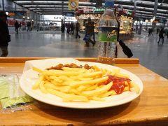 ミュンヘン中央駅に戻り、お昼ご飯(´▽`*) カリーヴルストを頂きました♪