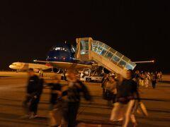 シェムリアップの空港に着きました。徒歩です。