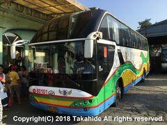 ドミニオン・バスターミナル(Dominion Bus Terminal)  クバオ(Cubao)行きのドミニオン・バス(Dominion Bus Lines)。   クバオ:https://en.wikipedia.org/wiki/Quezon_City#Cubao ドミニオン・バス:https://en.wikipedia.org/wiki/Dominion_Bus_Lines