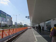 空港へ。 いったん、地下鉄の福岡空港駅で降りて、国際線ターミナル行のバスに乗ります。