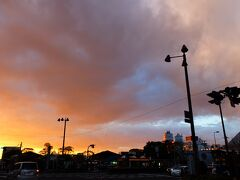 得がたい体験を終えて、天王寺に戻ると綺麗な夕焼けが空一面を覆っていました。