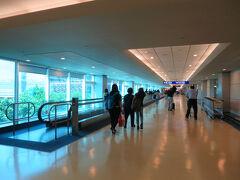 桃園空港に降り立つのは2度目です。 ここも清潔な空港です。