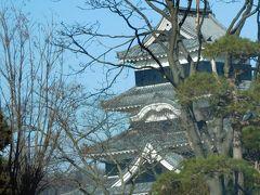 最初は松本城に行こうと思っていたのですが、御主人に寒いからお勧めしないと言われ、すぎもと&松本城を夏に再訪することにして、車から撮影しておきます。