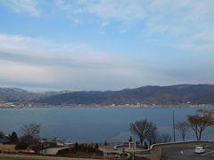 張り切ってスキーに行くつもりだったのですが、訳あって東京を午後出発し、のんびりと本日の宿に向かいます。諏訪湖SAで休憩。いい天気!