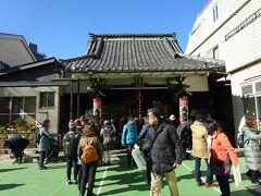 ちょっとより道したけれど、次は五ヶ所目の福聚院(大黒天)、ここでまたツアーの集団に遭遇する。小さなお寺なのに人で溢れている。