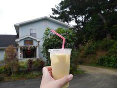 10:00 手作りのジャムやジュースを販売している「川平ファーム」へ。 パッションフルーツと低脂肪乳の「ミルーキーウェイ」を注文。 この旅のベスト3に入る美味しさでした(*´▽`*)