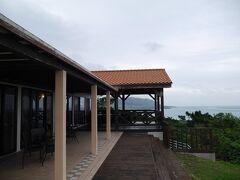 展望台の駐車場を少し上がったところにあるカフェ「SEA FOREST」さんへ。 カフェから海も見えるし、展望台を見ることもできます。