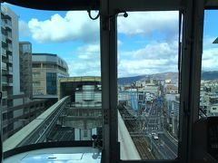 蛍池でモノレールに乗り換え。大阪空港駅までひと駅です。