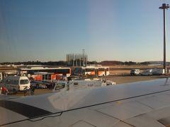 飛行時間1時間10分ほどで成田空港へ到着です。