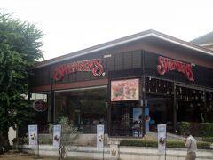 でオヤジ、心にも余裕ができたので少しだけ贅沢したくなりました。 それは「甘い物が食べたい」です。  なので目の前の「Swensen`s&The Pizza Company」に入店。
