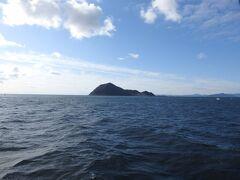 ホテルから見えていた神島を通過。三島由紀夫の小説「潮騒」の舞台となった島なのだそうです。