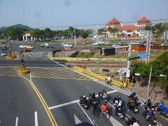 翠華路自行車道橋梁から見る風景:高雄物産館