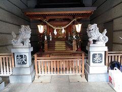 温泉街の中にあった下呂温泉神社です。ビルの隙間に隠れるようにひっそりとありました。