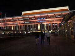 ●台北駅  ホテルチェックイン後の、台北駅。長袖一枚で快適~。 いつ見ても体育館だなぁ(笑)。