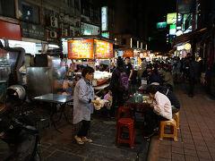 ●雙城街夜市  炒飯を頂いたあとに、雙城街夜市へ。 初めて訪れました。 お腹がいっぱいではなかったので、夜市で軽く食べるつもりが…。