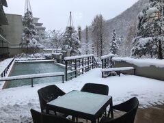 仙台市内ではちらついた程度の雪でしたが・・・ 作並温泉は真っ白でした。これも良しです。