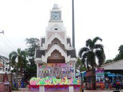 1時間程でピマ―イへ到着。降りる場所はここ!タイ語で「ホー・ナリガー」の時計塔。