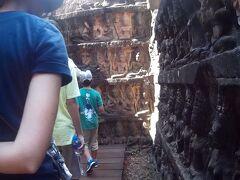 ライ王のテラスの内壁です。 この場所の彫刻はしっかりと残っており素敵でした。