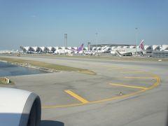 スワンナプーム国際空港に到着。  おしゃれなターミナルが見えます。