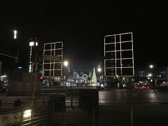 ロケット花火や若者たちの叫びに耳もくれず熟睡した我々は、花火や割れた瓶などが散乱したままの早朝の中央駅から、ベルリン市内の観光スポットへ歩きます。なんたって 9時30分ころの ICE で帰路につかねばならないので。