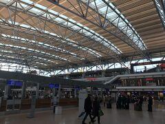 冷や冷やしながらも、なんとか時間に余裕のあるうちにハンブルク空港に到着。