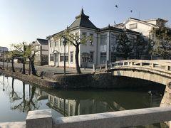 まさしく倉敷って感じ。 この景色見たくて来たかったのよ~。  私、以前やっていたNHKの朝ドラ「カーネーション」が大好きでして。  その主人公の糸子が走ってました~ここ。 https://www.kurashiki-tabi.jp/blog/13489/  他にもたくさん使われてそうですよね。倉敷のここだけは出てきてもだいたいわかりますね。 天皇の料理番もそうだったっけな。