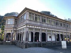 旧鹿児島紡績所技師館(異人館)です。 1867年、薩摩藩によって、日本最初の洋式紡績工場である鹿児島紡績所が建設された際に、その工場の指導者として招へいした技師の宿舎として建築だそうです。