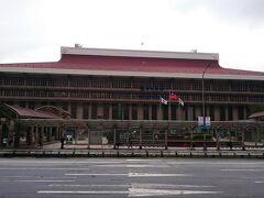 午前中は、市内観光のツアーに参加するため、台北駅前のホテル前で集合です。