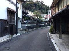 内藤家庄屋屋敷の付近に来ると昔の建物がある 美しい通りです。