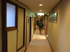 岡山から広島県経由の三江線で行く予定だったので、 温泉津温泉 のがわや旅館 を予約した。 三江線で行くと3時半ごろに温泉津駅に着く予定が、 三江線が雪で運休のため伯備線で行き、 松江観光して行ったので5時過ぎになった。
