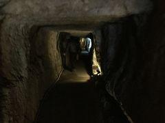 石見銀山龍源寺間歩の洞窟です。 1人は入ったことがあるので出口の自転車置場で待つことにした。