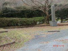 石見銀山公園が観光案内所に続きます。 この風景は寒々とします。