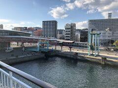 桜島フェリーで桜島に渡ります。約15分の船旅です。 車の運賃は1150円也。