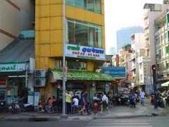 朝食のお店は、「フォー・クイン」  24時間営業しておりバックパッカー街に近いこのお店は、いつも混んで居る。