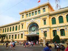 教会の向かいには、中央郵便局  ここも観光名所になっている。