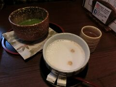銀山温泉のライトアップは16:30からとのことでカフェに入ることにしました。伊豆の華というカフェです。