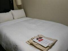 前夜はコートホテル博多駅前泊。 セミダブルを2人で利用。 料金的に、狭いのは我慢。