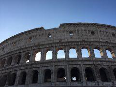 もうほとんど病気というくらい コロッセオに会いたかった 柱の集合体ですよ 駅をあがったら、どーんとこの景色 窒息するかと思いました  青い空にとても似合っています