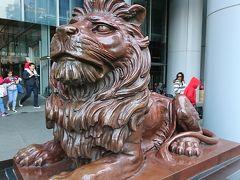香港パワースポットの一つ香港上海銀行 獅子に触れて財運がUPしますように