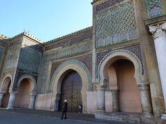 広場に面して、マンスール門が。ムーレイ・イスマイルが手がけた最後の建造物とのこと。死後の1732年に完成。