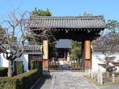 妙顕寺。ここも日蓮宗の本山。 境内は広く、見どころも多いが、今日は門前のみ。