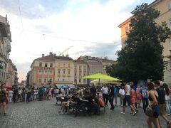 8月初旬、夏本番でヨーロッパからの旅行客で賑わっています。典型的なヨーロッパの夏の観光都市という感じです。クラコフほどではないにしろ、たくさんの人が訪れています。