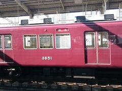 大丸に荷物を預けて、阪急電車に乗ります。