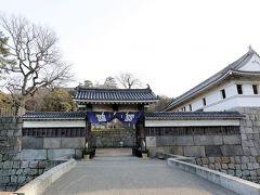 瀬戸大橋記念公園から金刀比羅宮に向かうルートを確認中、地図に丸亀城を見つけ寄ってみることに。 ホントに今回は行き当たりばったりの旅です。