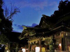 日もすっかり暮れてきました。 三穂津姫社の前を通って帰路につきます。