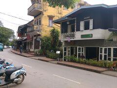ビッグツリーカフェです。 アジアのフュージョン料理とのこと。 ラオスよりも西洋を感じさせる店でした。