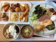 都城 レストラン朝霧 ランチ1100円 デザートにアイス、ケーキ、飲み物付で安い! まだまだこれはほんの一部 コスパもよく、家族連れでいっぱいでした。