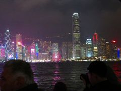 香港政府観光局が主催している無料のショー「シンフォニー・オブ・ライツ」を見るため香港文化センター広場(チムサアチョイ)へ行きます。