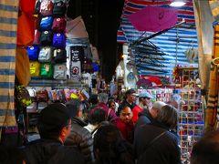 女人街(ノイヤンガイ) 香港で有名なナイトマーケットで、約1キロくらいの道筋に露店が並んでいます。